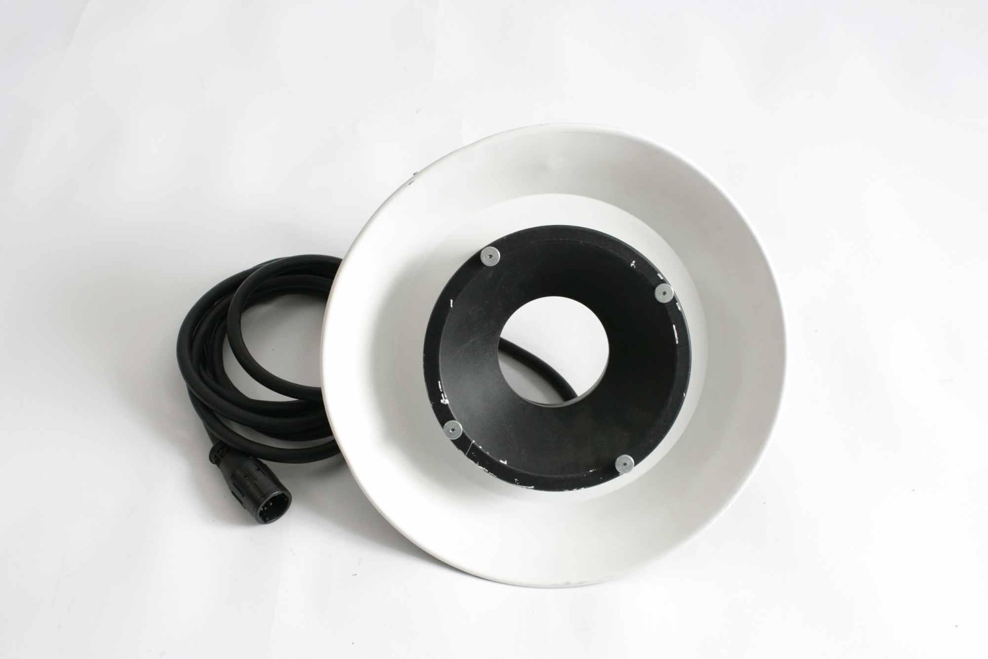 1 x Profoto ring flash. £15-00 per day