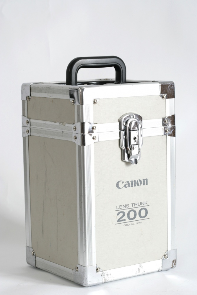 Flight case for 200mm included with 200mm lens